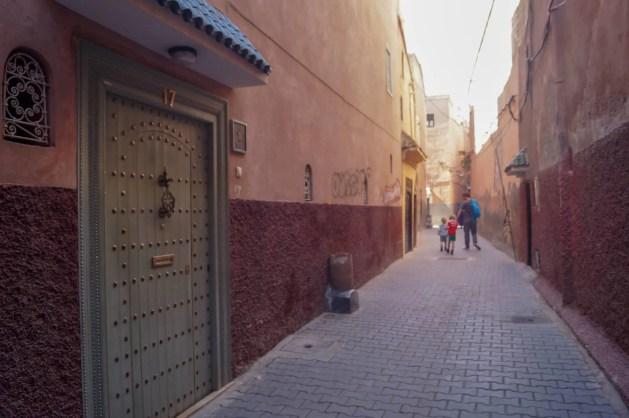 Riad Les Hibiscus alleyway