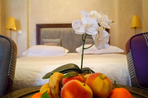 Riad Les Hibiscus fruit bowl in bedroom