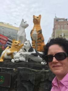 Kuching with kids - cat statues
