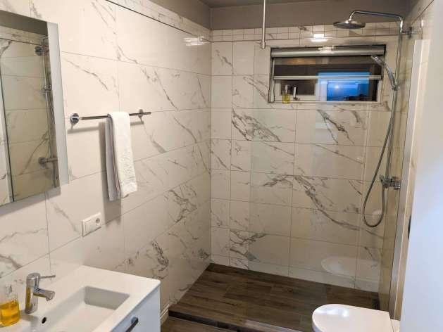 Guesthouse Keflavik shared bathroom