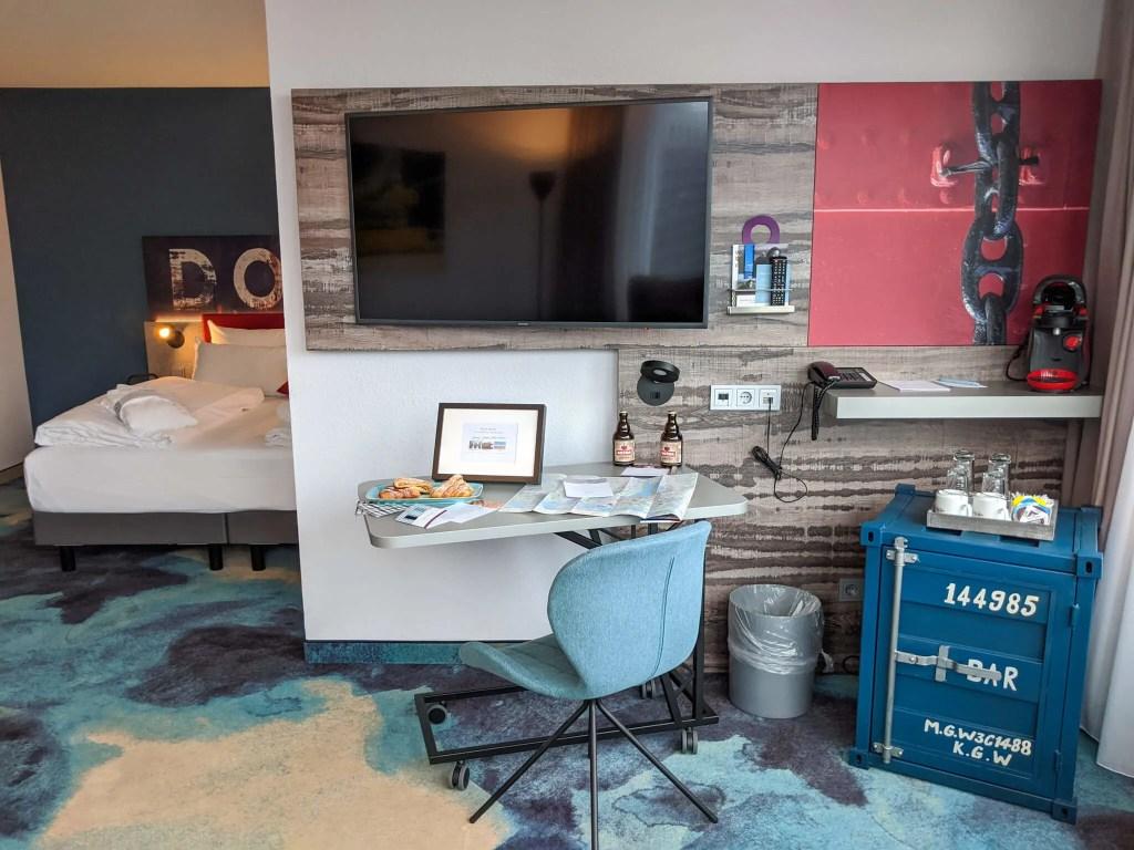 Mecure Hamburg Junior suite study area