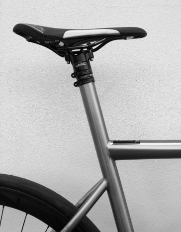 Road-Elite-Stealth-Integrated-seat-post