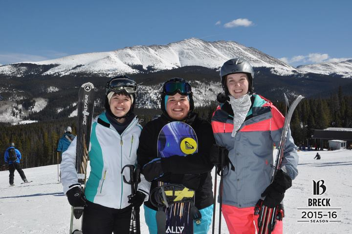 sisters-skiing-breck