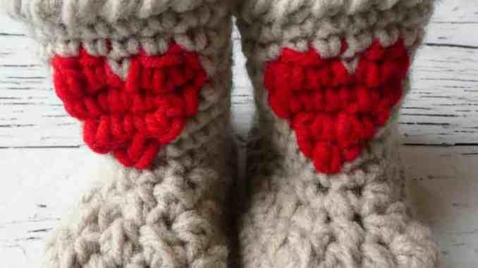 baby heart crochet booties  8884a3915721