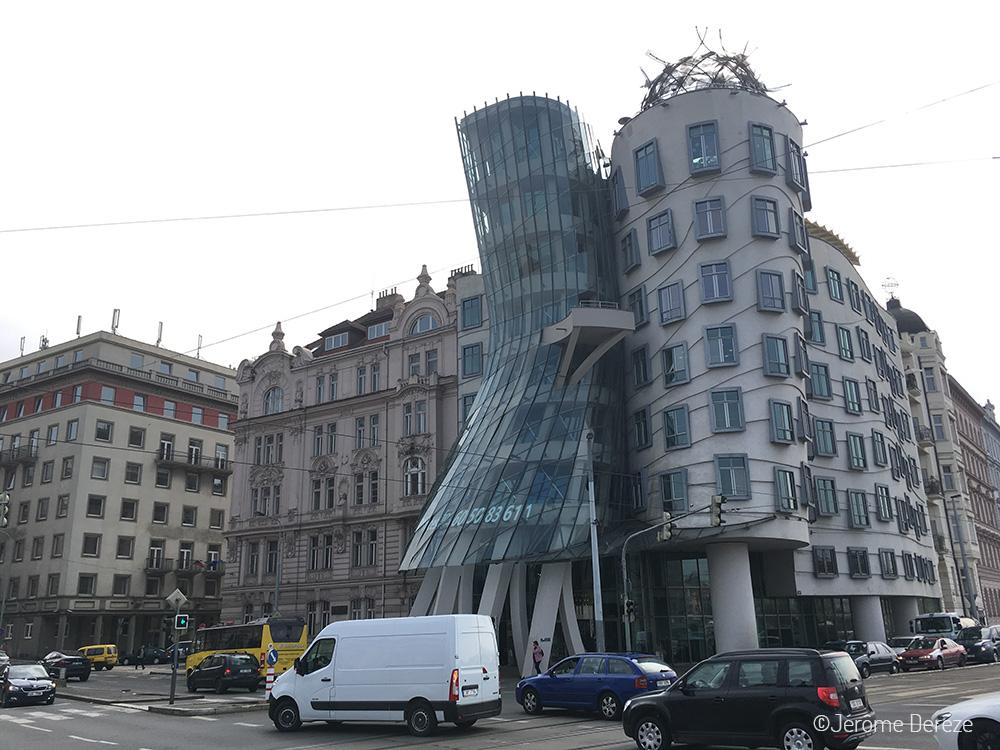 Architecture de la maison qui danse à Prague