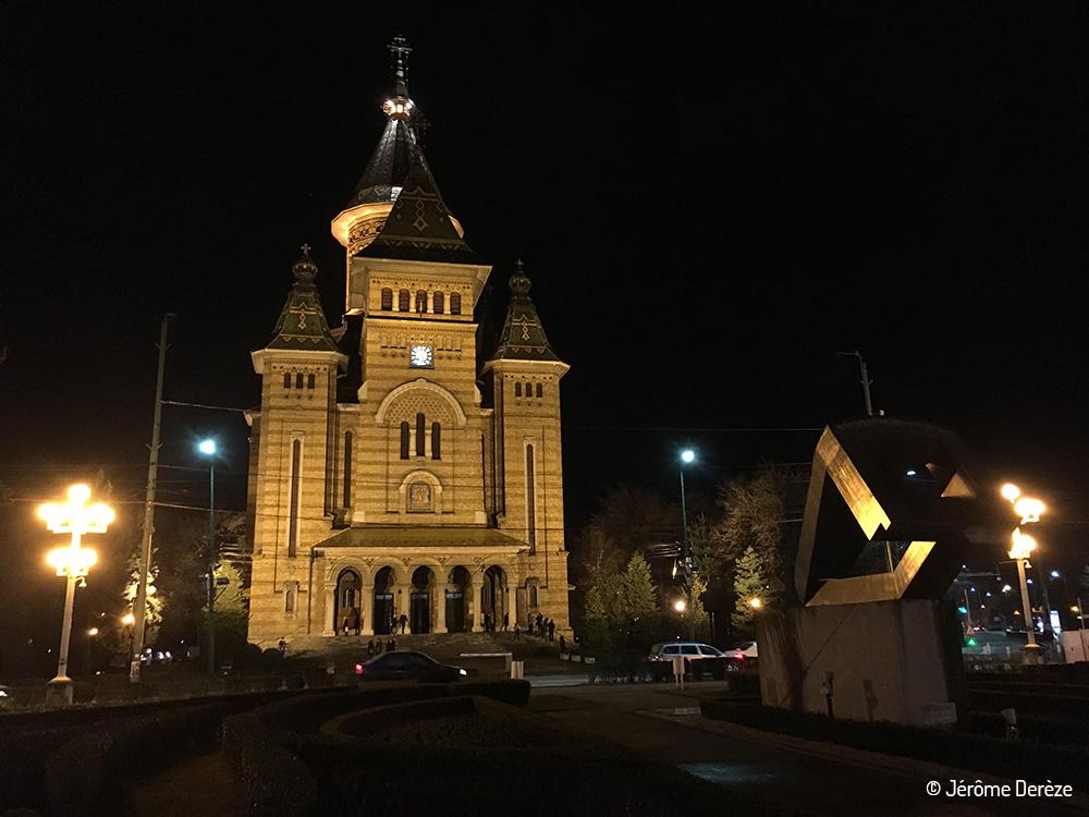 Extérieur de la Cathédrale orthodoxe à Timisoara