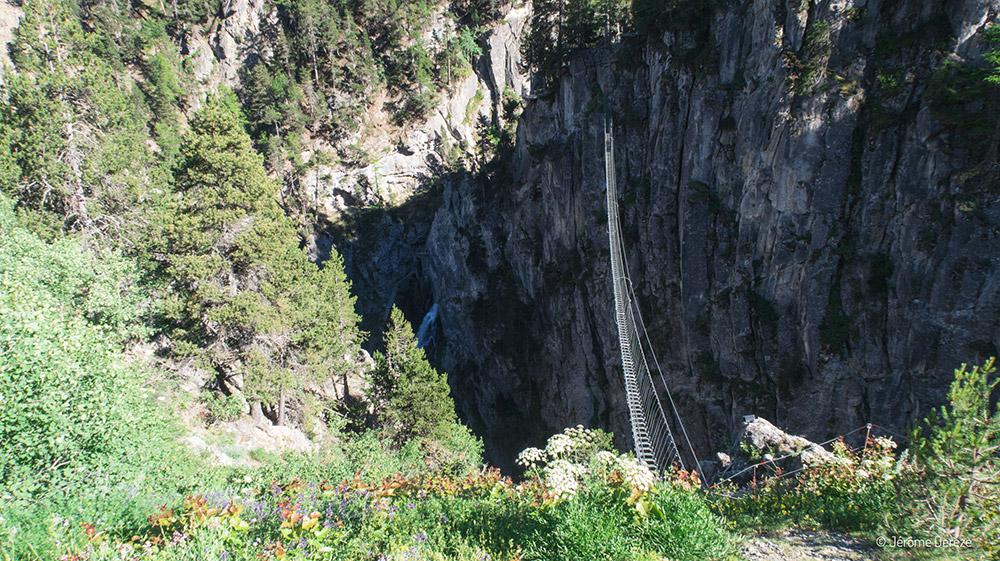Activités à faire en été dans les Alpes - Pont tibétain et via ferrata