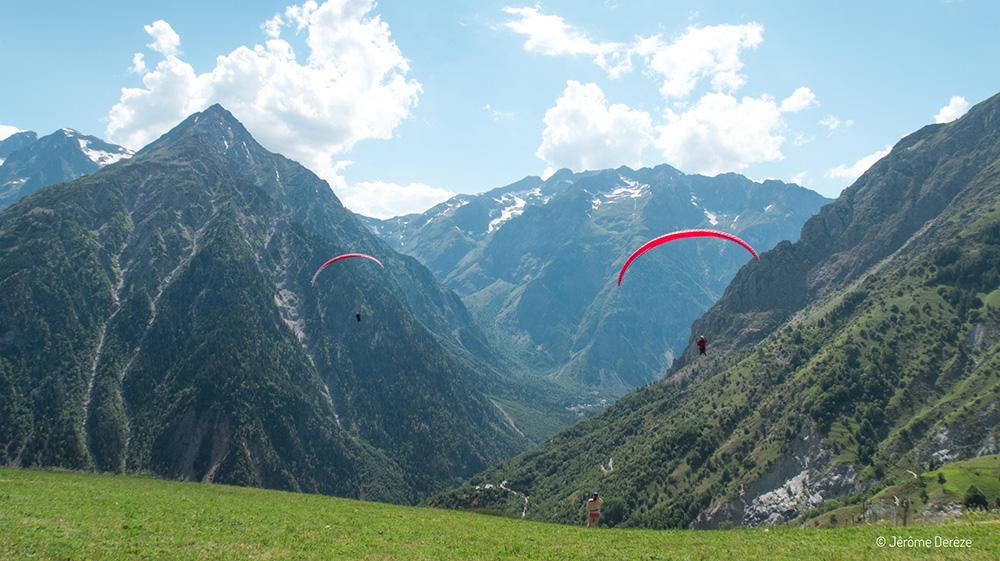 Faire du sport adrénaline dans les Alpes - Parapente