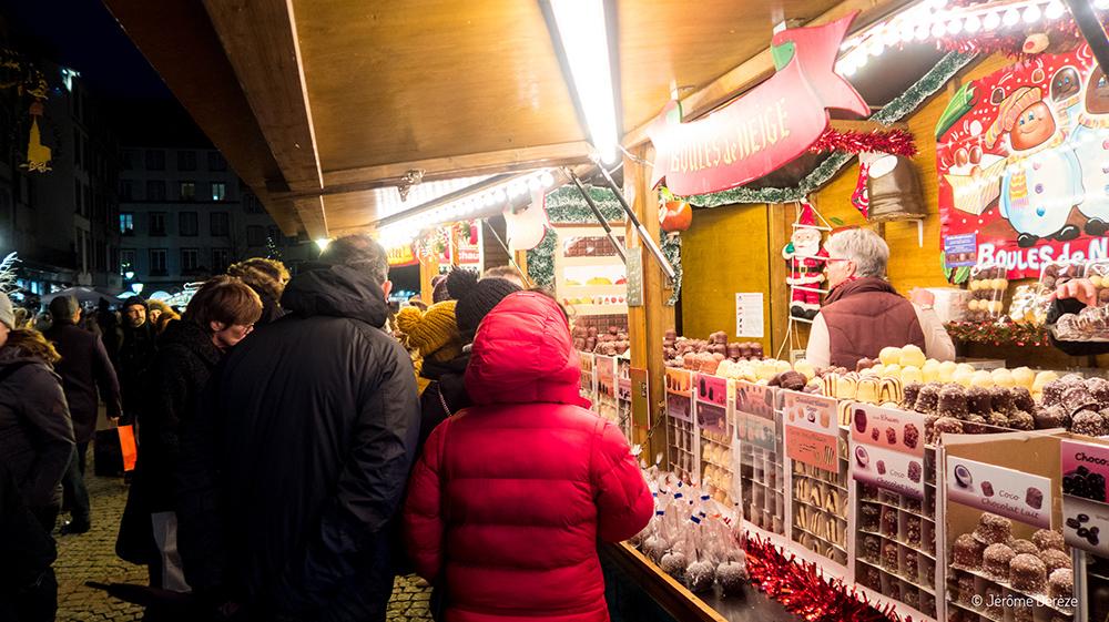 Boules de neige au marché de noël de strasbourg