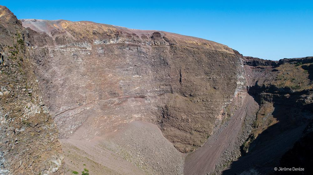 intérieur du cratère du vésuve