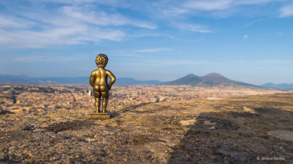 Manneken Pis en voyage à Naples
