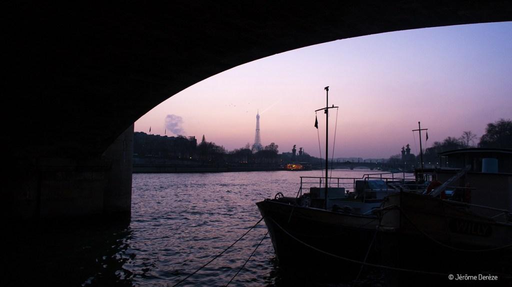 Tour Eiffel depuis les quais de seine