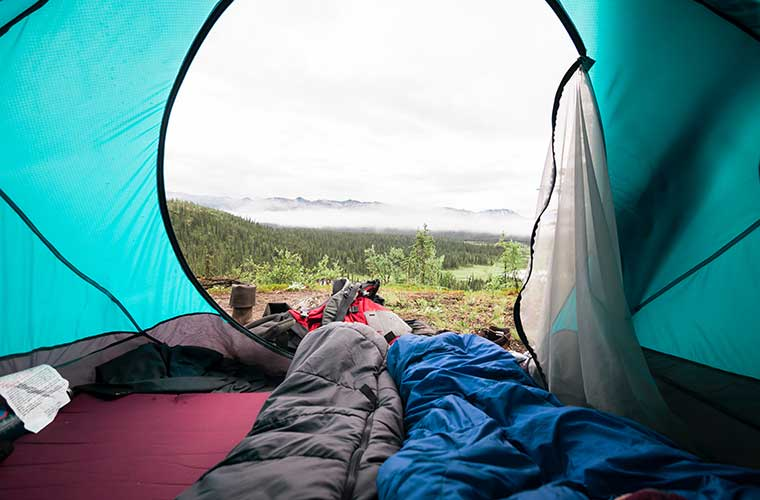 Prepárate para dormir en tienda de campaña / Foto: Steve Halama