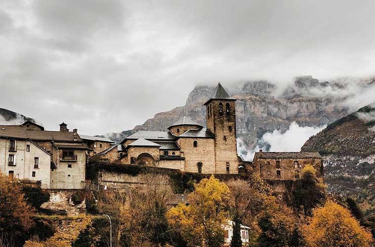 Los pueblos del Parque Nacional de Ordesa y Monte Perdido / Foto: @desirecape (Instagram)