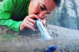 Filtros agua personal portátiles para equipamiento outdoor y senderismo / Foto: Lifestraw
