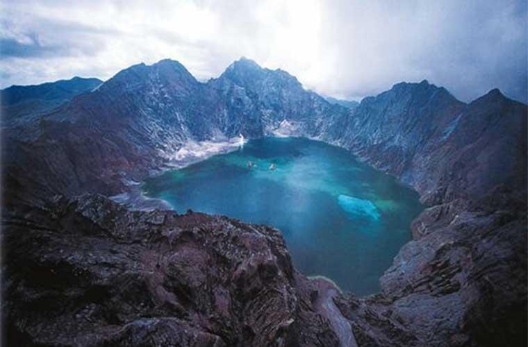Monte Pinatubo. Alcanzar la cima es una de las aventuras más fascinantes que podrás tener en el país.