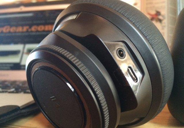 Plantronics BackBeat PRO noise-cancelling headphones