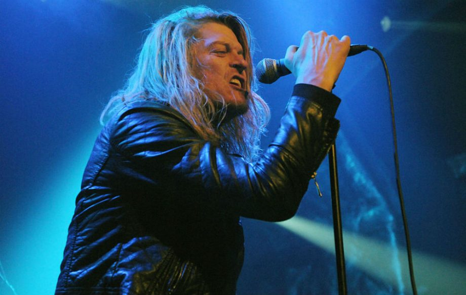 Puddle Of Mudd's Wes Scantlin Walks Offstage Mid-Set