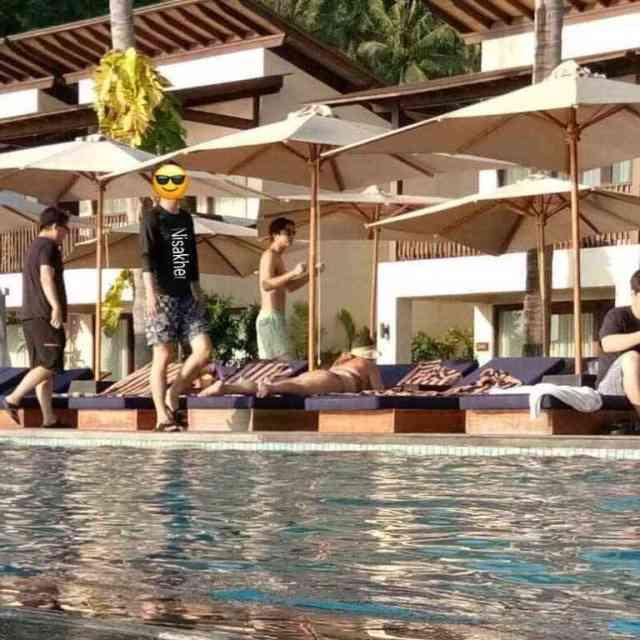 """gong yoo berlibur di resort mewah katamaran lombok saat liburan ke indonesia - Gong Yoo, """"Goblin"""" menginap di Resort Mewah Katamaran Lombok"""