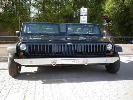 Jeep Wranglers - Hal Gila Ini Hanya Bisa Kamu Temui Di Dubai Yang Akan Membuatmu Melongo