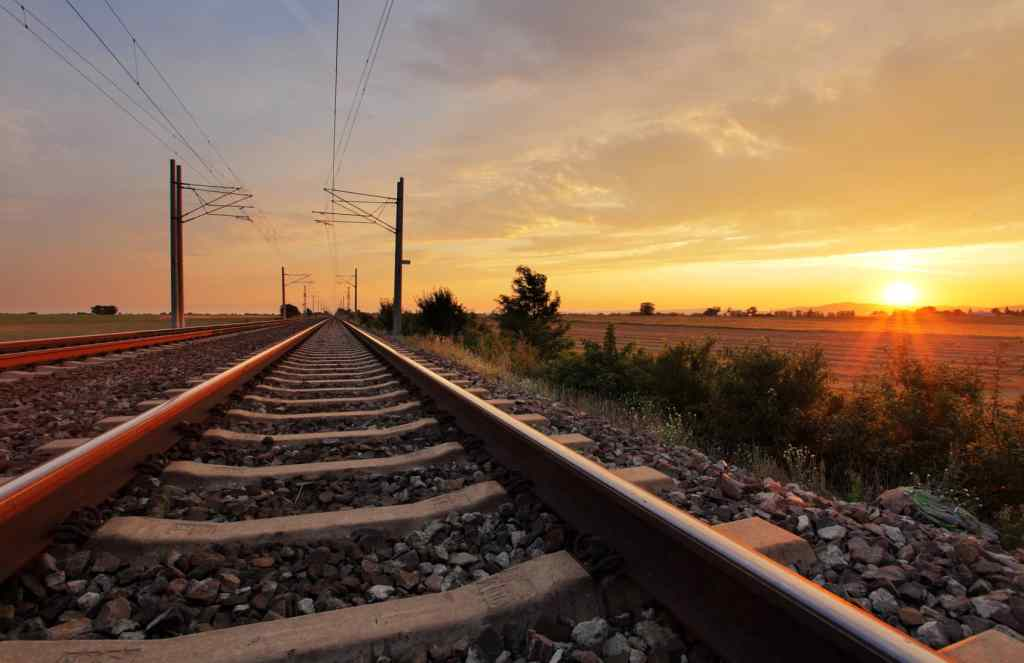 Railway 5 1024x663 - Tahukah Kamu ? Batu Kerikil Di Rel Kereta Api Bukan Cuma Hiasan Lho