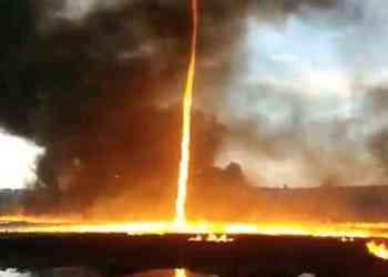 tornado api di langit inggris - Ngeri!!! Tingginya Pusaran Tornado Api di Langit Inggris