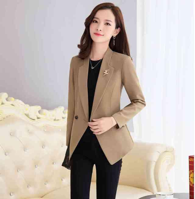Blazer 732x750 - Yuk Intip 30 Jenis Pakaian Wanita Terbaru yang bakal Trend 2019