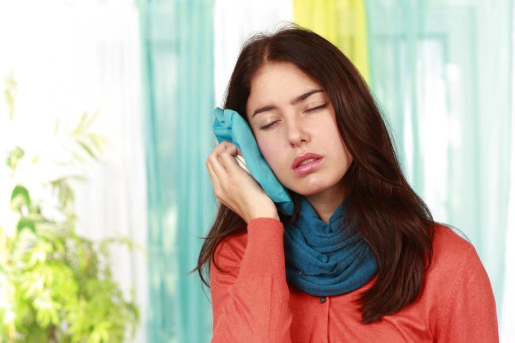 болит ухо народные средства лечения