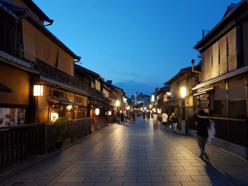 京都祇園, 【京都景點】京都祇園半日遊景點、購物推薦 (花見小路、八坂神社、優佳雅)