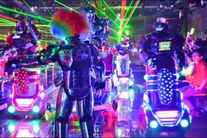 新宿機器人餐廳 1