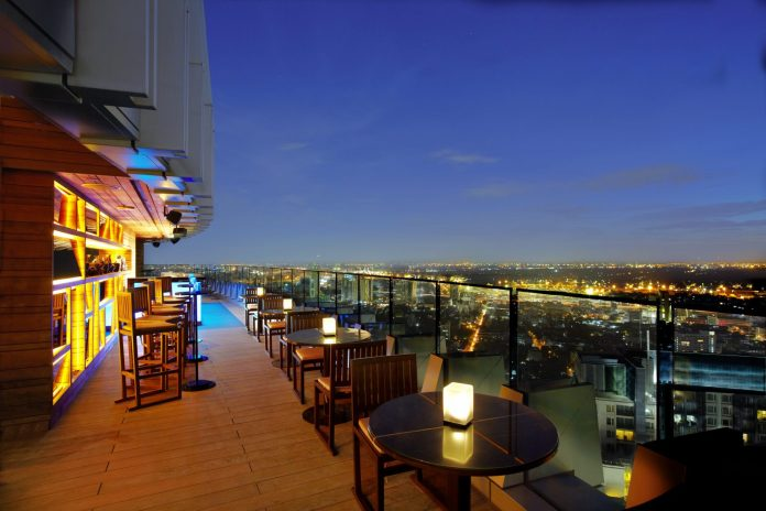 Octave Rooftop Lounge Bar一