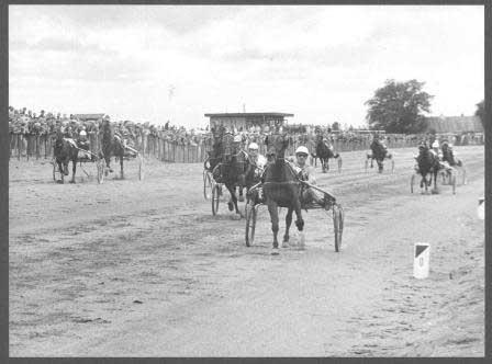 Sådan så det ud, da Mac Hjordal med Egin Nørlem vandt Åbningsløbet i 1971