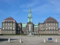 Kun Christiansborg har løsningen på trav og galopspprtens problemer!