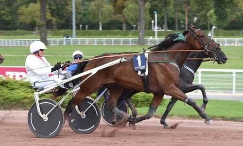 Oliver Kronos med Carl Erik jepson på vej mod sejren. Foto Gerard Forni