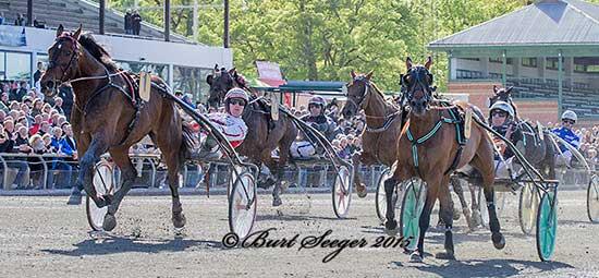 Udvendige Robert Bi med Robin Bakker vinder Broline Copenhagen Cup foran Maven med Johnny Takter.