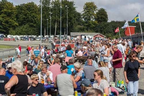 Op mod 3.000 tilskuerer er der når Bornholms Brand Park har løb i juli og august. Foto Photo Passion