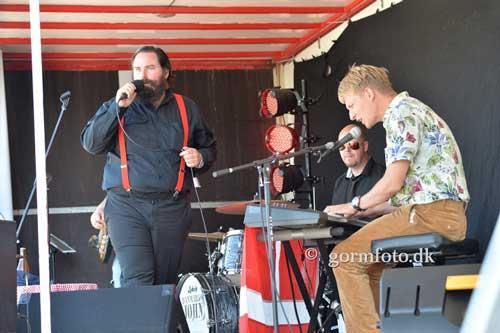Bandet Danmarks John gav koncert på Fyens Væddeløbsbane