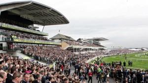 60.000 tilskuere ventes at overvære løbet på Aintree.banen i eftermiddag. Foto Aintree.