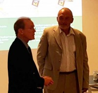 Nick Elsass holdt tale for Rolf Laugesen