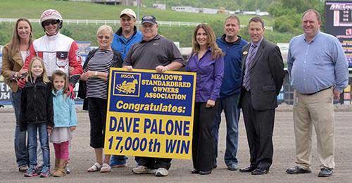 Dave Palone bkev behørigt hyldet for sin sejr nummer 17.000. Foto  Chris Gooden