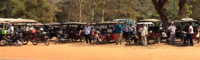 Wachtende tuktuk chauffeurs