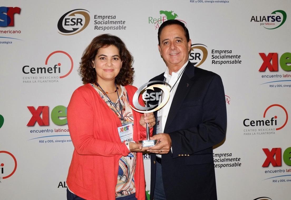 Gabriela del Callejo, Gerente de Responsabilidad Social y Alfredo Ortiz, Director de Park Royal Hotels & Resorts
