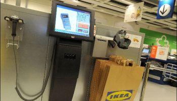 Da bei den elektronischen SB-Kassen der menschliche Kontrollfaktor entfällt, übernehmen größtenteils Überwachungskameras die Aufsicht. Foto: IKEA Markus Hildebrand. / Trd digital und technik
