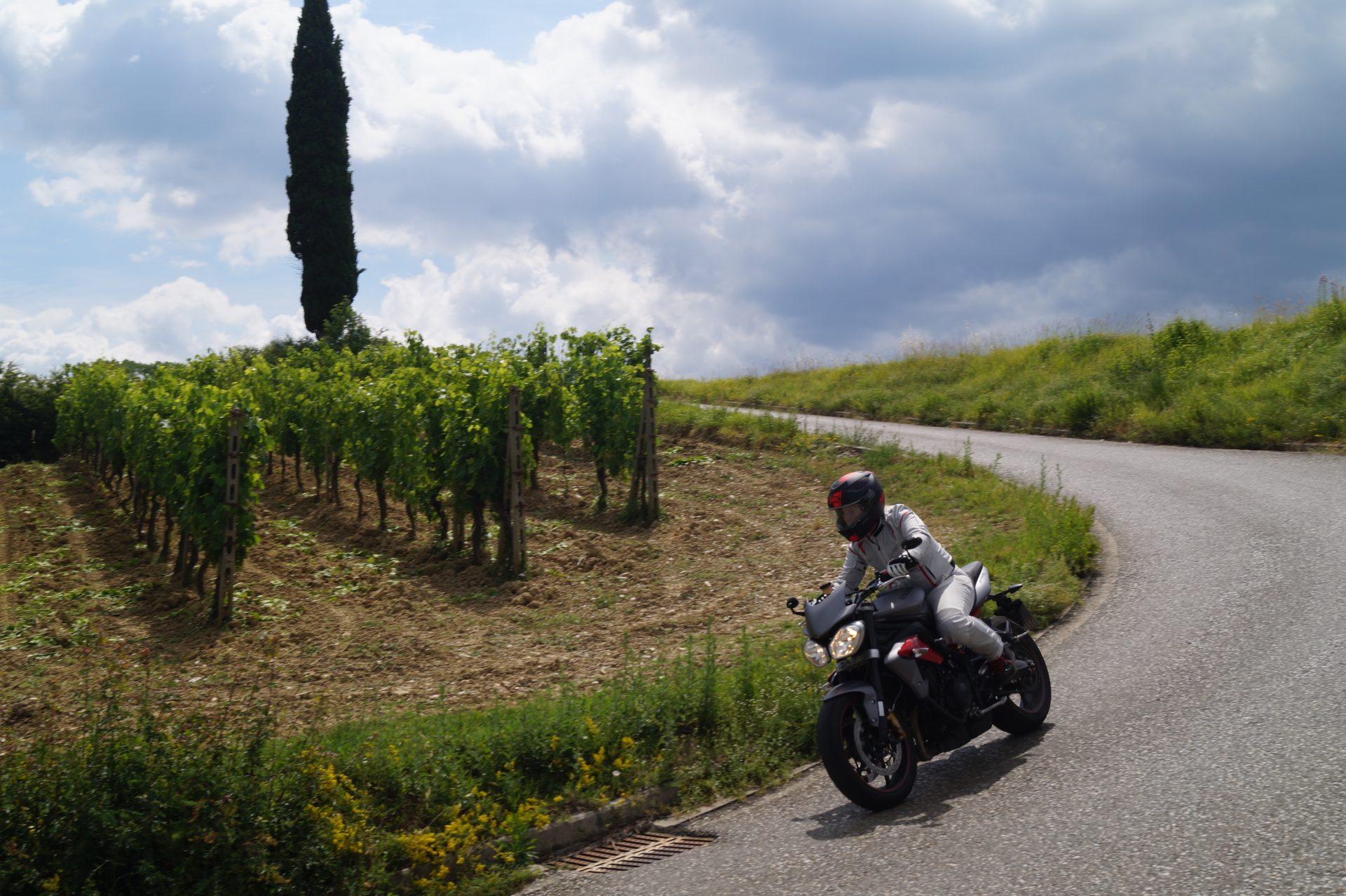Abenteuer und Fashion rücken Motorräder ins Rampenlicht