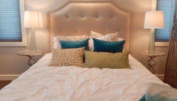 Bett mit Licht