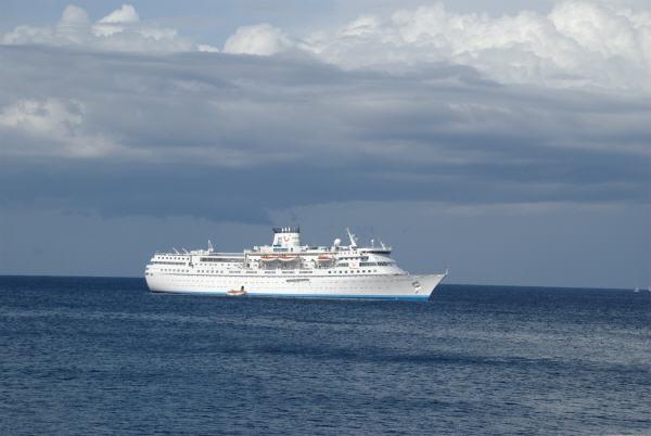 Lange Smartphone-Telefonate an Bord eines Schiffes können teuer werden