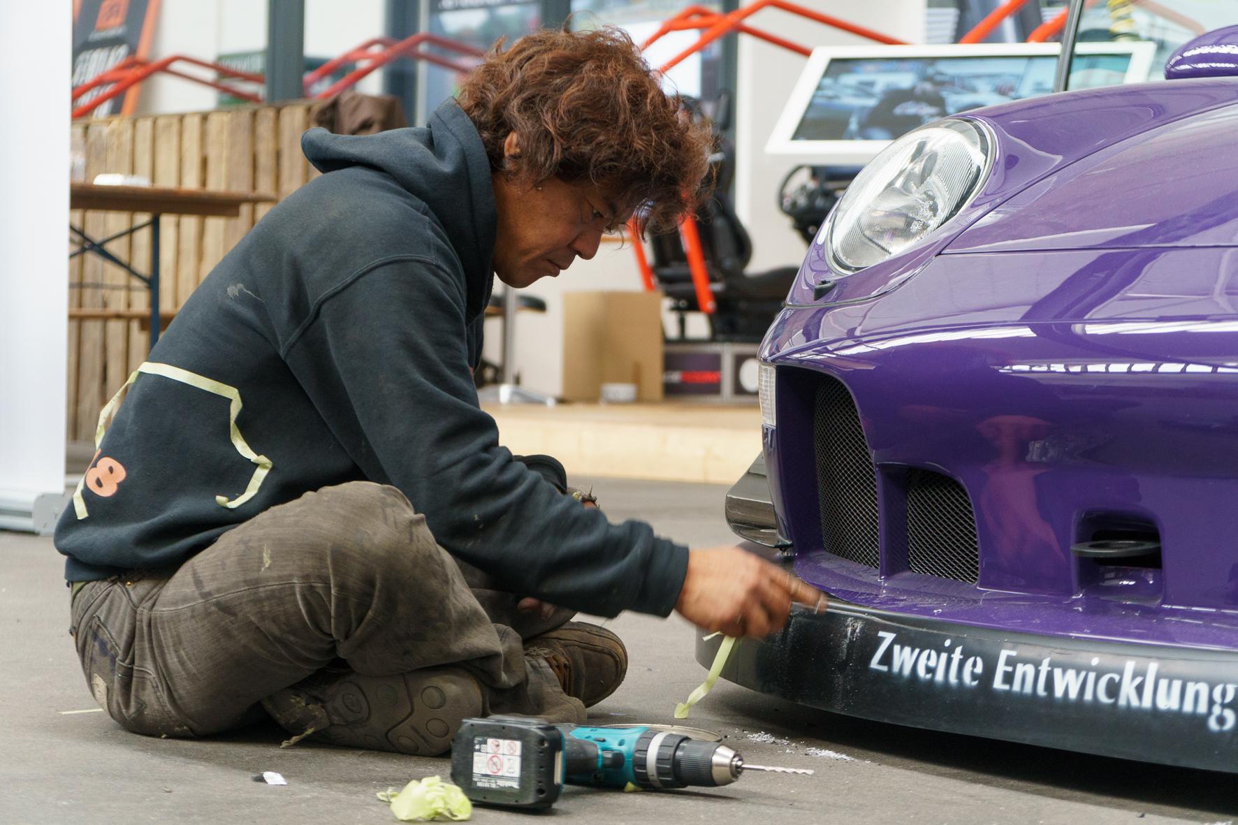 Autokunst: Porsche live angesägt