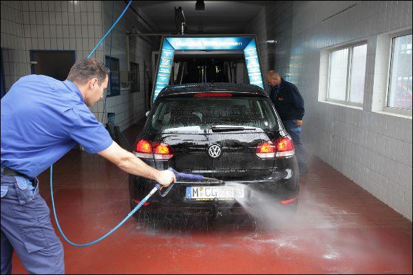Vor der Sportschau schnell das Auto waschen?