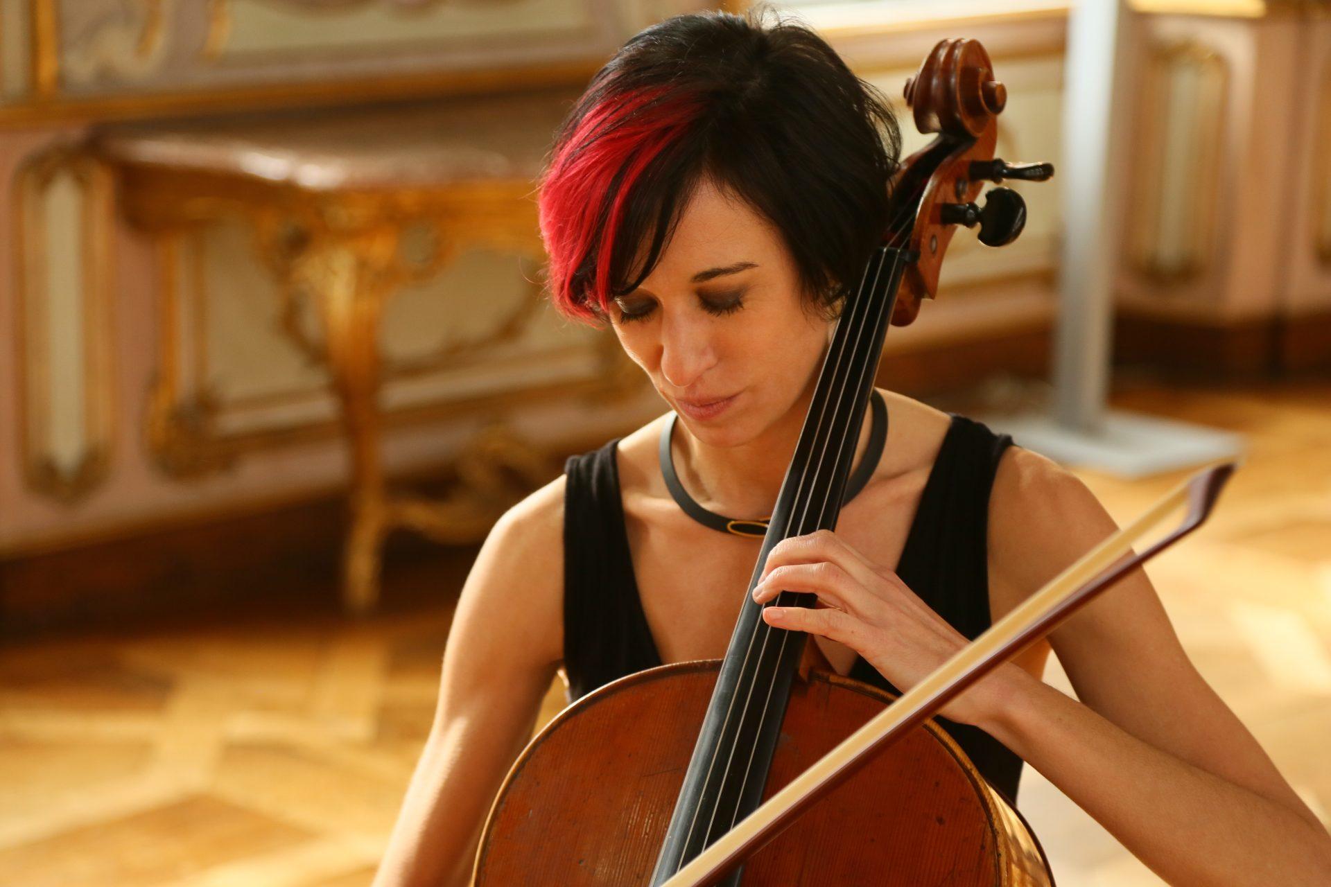 Das Cello im Flugzeug – oder die Liebe einer außergewöhnlichen Musikerin zu ihrem Instrument