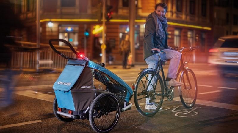 Blinkende Front- und Rückleuchten am Rad bleiben weiter verboten. Sie dürfen nur als Zusatzleuchten am Körper getragen werden.